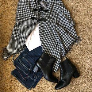 Jackets & Blazers - Houndstooth Winter Wrap. One size